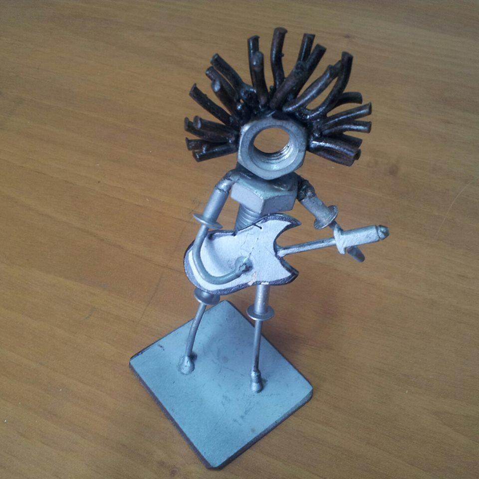 Scultura in metallo raffigurante Riccardo Russo